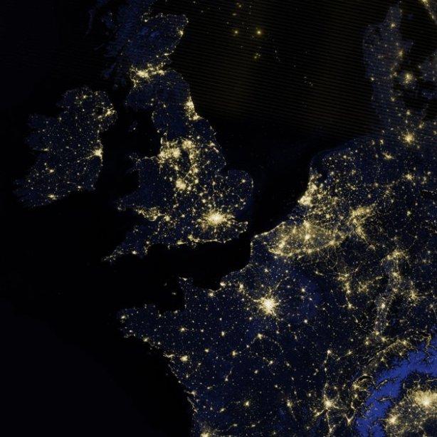 london-lights-2012087-lrg-jpg_220324