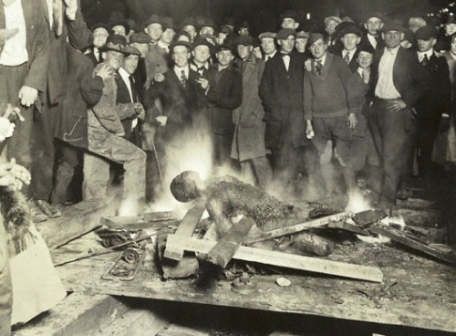 The Omaha courthouse lynching - story below.