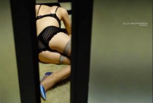 Elle McPherson shot creates uproar