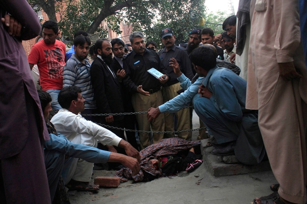 Farzana Parveen was was stoned to death by her family outside a court in Pakistan. (Mohammad Tahir/Reuters)