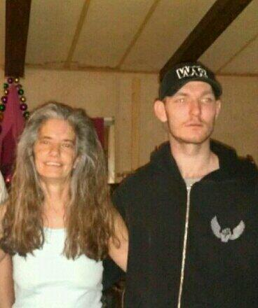 Joseph Wilcox, with his mother, who died attempt to stop Jared Miller in the recent shooting in the USA. He was shot in the back by Amanda Miller. A hero? Very possibly. But what is also certain is that he is dead.