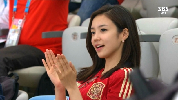 Apparently this young lady from Korea is an instant sensation in Asia. And she thought she was just going to the footy.