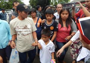 The family of Mary Jane Veloso arrive to say goodbye forever. The effect on her sons is incomprensible.