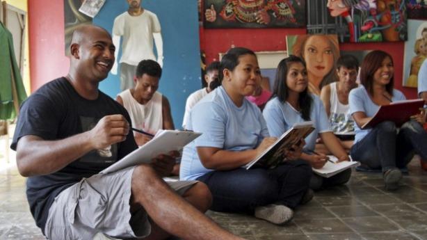 Myuran Sukumaran takes an art class in Kerobokan