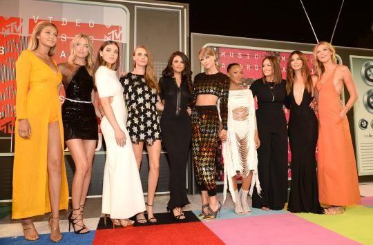 Tay Tay's girl gang at the MTV Awards in 2015
